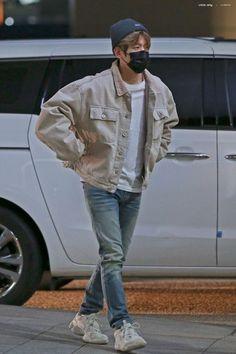 181027 - ICN airport, South Korea heading to Manila for 'Show Champion' - Baekhyun, Kpop Fashion, Mens Fashion, Airport Fashion, Fall Fashion, Style Fashion, Outfits Hombre, Kpop Exo, Korean Street Fashion