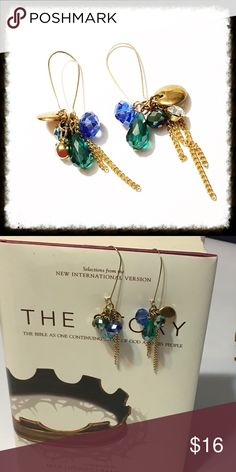 """Golden Dangle Earrings Earrings hang about 3.5"""" in length from top to bottom. 🙂 DON'T LIKE THE PRICE? MAKE AN OFFER USING THE OFFER BUTTON 🙂 ADD ITEMS TO A BUNDLE TO SAVE ON SHIPPING🙂 QUESTIONS? JUST ASK 🙂 Jewelry Earrings"""