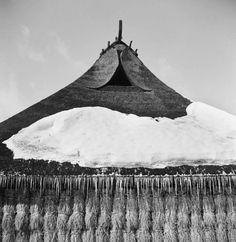 Barge board on the gabled roof of a private house in Zao Mura - Yukio Futagawa, 1950