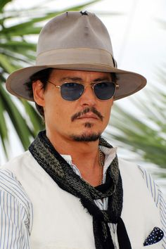 """Johnny Depp Photo - """"Pirates Of The Caribbean: On Stranger Tides"""" Photocall in Cannes"""