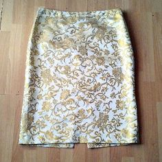 Banana Republic Silk Brocade Pencil Skirt Shell is 100%silk. The material is a yellow gold brocade pattern. The skirt is fully lined and in excellent like new condition Banana Republic Skirts Pencil