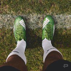 S'inspirant des célèbres v1.06 de 2006 les #PUMA evoSPEED SL Grass rendent hommage à la version originale avec leur coloris Vert Jasmin. #prodirect #pumafootball #evospeed by prodirectsoccer_france