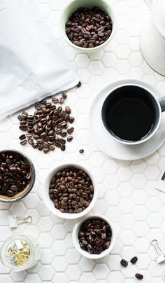 great coffee Enjoy great espresso at home with the best espresso coffee beans. We share some of the best tasting espresso beans for you to try. Best Espresso Beans, Espresso At Home, Espresso Coffee, Iced Coffee, Coffee Drinks, Coffee Cups, Espresso Drinks, Coffee Scrub, Starbucks Coffee