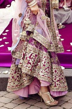 New Bridal Lehenga Pakistani Fashion Styles Ideas India Fashion, Asian Fashion, Look Fashion, Fashion Styles, Gq Fashion, Modest Fashion, Fashion Models, Indian Bridal Wear, Indian Wear