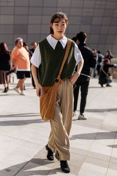 The Best Street Style From Seoul Fashion Week Spring/Summer 2020 Seoul Fashion, Tokyo Street Fashion, Japanese Street Fashion, Japan Fashion, Fashion Week, Look Fashion, Chinese Fashion, Classy Fashion, Party Fashion