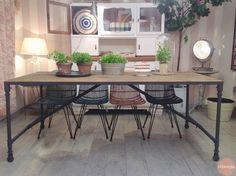 Mesa comedor de madera y metal