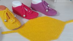 New Booties Making Very Easy Booties Schnür-Umschlag-Booties-Modelle - Schuhe Knitting Patterns Free, Free Knitting, Baby Knitting, Crochet Baby, Crochet Bikini, Knitting Socks, Knitted Hats, Mysterious Tattoo, Knitting Videos
