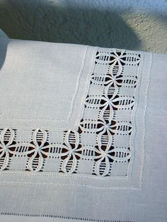 Bordado/ Filstire/ Maria L. Embroidery Sampler, Hardanger Embroidery, Types Of Embroidery, Learn Embroidery, Embroidery For Beginners, Embroidery Techniques, Ribbon Embroidery, Embroidery Patterns, Monks Cloth