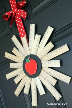 Welcome back the school year with this Back to School Ruler Wreath! Teacher Wreaths, School Wreaths, Back To School Party, Back To School Crafts, School Stuff, Wreath Crafts, Diy Wreath, Wreath Ideas, Ruler Wreath