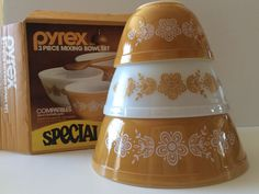 VTG Pyrex Butterfly Gold 3 Piece Orange White Nesting Mixing Bowls 300-4-S NIB #Pyrex. SOLD!