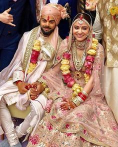 Virat Kohli and Anushka Sharma marriage: Indian captain Virat Kohli and Bollywood actress Anushka Sharma promised each other to be bound in love forever. The newlywed couple will host a reception on December and for close family and friends. Bollywood Couples, Bollywood Wedding, Bollywood Fashion, Anushka Sharma Virat Kohli, Virat And Anushka, Indian Celebrities, Bollywood Celebrities, Indian Wedding Couple Photography, Wedding Photos