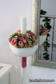Inspiratie, stil si culori pentru aranjamente florale. Lumanari de botez pentru fetite realizate in atelierul #IconicFlowers by Madalina Sandu din Bucuresti