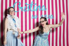 nice party despedida de soltera vintage Bachelorette party photobooth