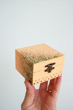 Painted keepsake box - small jewelry box - flowers jewelry box - hand painted wood decorative box - ring box - Christmas girl gift idea  #keepsakes #box #case #jewelry #floral #ringbox #christmasgifts #giftideas  #decoratingideas #handmade #handmadehomedecor #handpainted