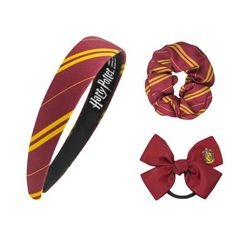 Check out our Gryffindor merchandise collection here! All of our premium replicas are designed to recreate the ones in the Harry Potter movies. Harry Potter Laden, Boutique Harry Potter, Harry Potter Presents, Harry Potter Gryffindor, Mode Harry Potter, Estilo Harry Potter, Harry Potter Items, Harry Potter Merchandise, Harry Potter Outfits
