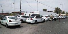 Taxistas bloquean oficinas de Simutra