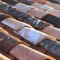Ceramic roof tiles Ceramic Roof Tiles, Red Tiles, Brick Tiles, Exterior Design, Interior And Exterior, Solar Tiles, Asian Architecture, Hacienda Style, Roofing Materials
