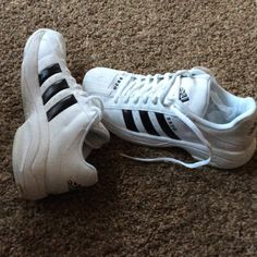 Men's Adidas BASKETBALL sneakers New without tags Men's Adidas basketball sneakers.  New without tags.  Model SS2G White with black stripes. Adidas Shoes Sneakers