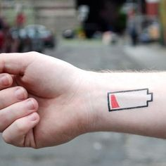 Low Battery by Christoph Niemann from Tattly Temporary Tattoos. Fake tattoos by real artists! Sharpie Tattoos, Fake Tattoos, Body Art Tattoos, Cool Tattoos, Tatoos, Mini Tattoos, Finger Tattoos, Temp Tattoo, Temporary Tattoo