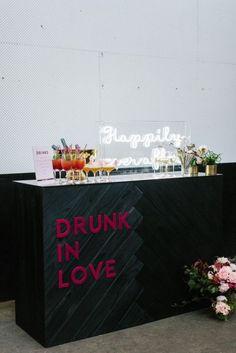 4 Wedding Cocktail Bar Tips And 25 Ideas - Wedding Reception Decor - hochzeit Wedding Ceremony Ideas, Wedding Trends, Wedding Signs, Wedding Venues, Modern Wedding Ideas, Reception Ideas, Wedding Planning Ideas, Wedding Styles, Industrial Wedding Inspiration