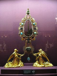 Reliquary in the with a Nail allegedly used to pin Jesus's right hand to the true Cross, displayed at the Schatzkammer (Imperial Treasury) of Vienna.