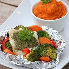 Grillmaten trenger ikkje alltid vere pølser eller kjøtt! Prøv torskepakke med pesto og grønnsaker😋☀️ alle kan lage sin favoritt og måltidet er tilpassa heile familien🍴 foliepaket torsk grillad fisk sötpotatis mos grönsaker