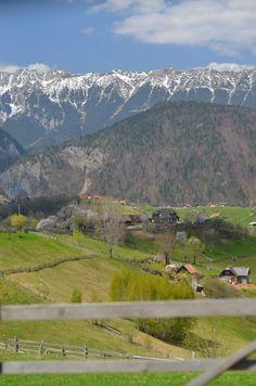 Există Raiul pe pământ și e în România: Măgura, satul care atinge cerul Tourist Places, National Geographic, Romania, Montana, Nature, Travel, Europe, Cabin, Viajes