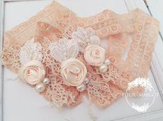 Headband bandeau dentelle bébé rosettes ivore , mariage bapteme de la boutique FleursMargot sur Etsy