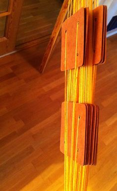 Brickbandsvävning - bra instruktioner Card weaving instructions in Swedish Inkle Weaving, Card Weaving, Yarn Crafts, Handicraft, Inventions, Vikings, Quilts, Band, Knitting