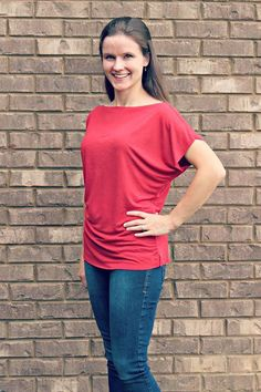Sewing Blusas Share and get a coupon for off your next sewing pattern! Kymy's Dolman Top Dolman Top, Tunic Tops, Sewing Clothes, Diy Clothes, Ladies Clothes, Clothing Patterns, Sewing Patterns, Shirt Patterns, Fabric Patterns