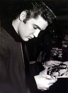 Elvis arrival in New-York in january 5 1957. 3