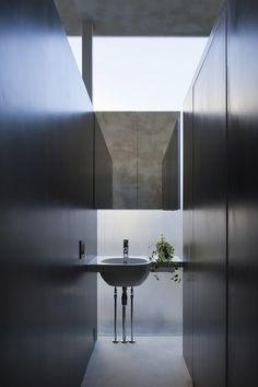 Image 11 of 25 from gallery of Tunnel House / Makiko Tsukada Architects. Photograph by Shinkenchiku-sha