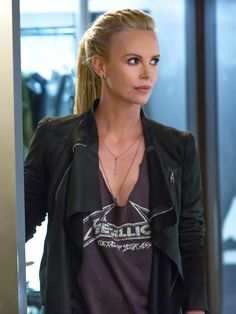 Charlize Theron - Fast and Furious 8 Charlize Theron - Fast and Furious 8 Beautiful Celebrities, Beautiful People, Charlize Theron Style, Charlize Theron Hairstyle, Fast 8 Movie, Atomic Blonde, Woman Movie, Glamour, Fast And Furious
