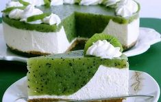 Ingredients for the recipe Kiwi cake For the springform (Ø 26 cm): a bit of grease Baking paper Pastry dough: 125 g We … No Bake Desserts, Dessert Recipes, Baking Recipes, Cookie Recipes, Baking Pan, Kiwi Cake, Summer Cakes, Sweet Cakes, Cheesecake Recipes