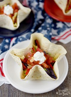 Patriotic Taco Salad Bowls are a great of July party recipe! Fill them up with red, white and blue fillings for a unique patriotic American dish! Lunch Box Recipes, Top Recipes, Mexican Food Recipes, Ethnic Recipes, Taco Salad Bowls, American Dishes, American Food, 4th Of July Desserts, Quick Appetizers