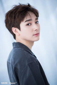 Nuest Kpop, Aron Nu Est, Boy Idols, K Pop Music, Kpop Guys, Pledis Entertainment, Korean Music, Jonghyun, Music Artists