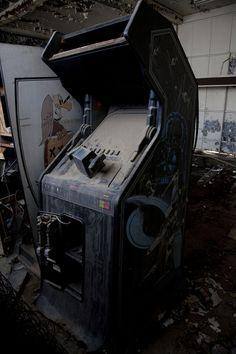 Abandoned Star Wars Arcade by Thomas Schultz