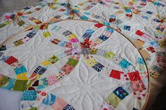 Double Wedding Ring quilt -- I  like the quilting design in this