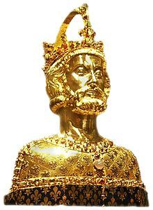 Imperial crown on the head of the Charlemagne reliquary in Aachen Homo Heidelbergensis, Alexandria, Aachen Cathedral, Merovingian, Art Ancien, Imperial Crown, Holy Roman Empire, Early Middle Ages, Roman Emperor