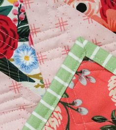 Lella Boutique: The Art of Quilt Binding Quilting For Beginners, Quilting Tips, Quilting Tutorials, Quilting Projects, Beginner Quilting, Machine Binding A Quilt, Quilt Binding, Machine Quilting, Sewing Binding