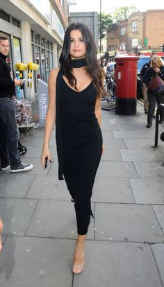 Selena Gomez shows off her street style in London on September 25, 2015.