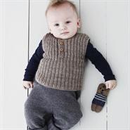 Sød lille strikket vest til baby fra bogen Babystrik på pinde 3 af Lene Holme Samsøe