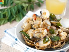 """Easy recipe for stir-fried clams in Malaysian """"kam heong"""" (golden fragrance) sauce."""