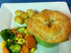 My favourite recipe - Deep Dish Chicken Pie Pie Recipes, Chicken Recipes, Cooking Recipes, My Favorite Food, Favorite Recipes, Steam Recipes, Diced Chicken, Bowl Of Soup, Mashed Sweet Potatoes