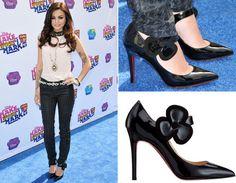 Cher Lloyd tem um estilo superdiferente, e por isso apostou em um Louboutin nada comum. O modelo com a flor no fecho é o Pensée Mary Jane!
