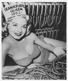 vintage everyday: 24 Strange Beauty Queens and Pageants from the Past