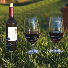 These wine glass holders are absolutely brilliant  for picnic, outdoor concert, the beach..fun!