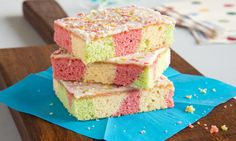 Papageienkuchen Rezept: Bunt gefärbter Blechkuchen mit Zitronenguss - Eins von 7.000 leckeren, gelingsicheren Rezepten von Dr. Oetker!