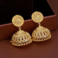 Discover wide range of collection of traditional gold earring at Waman Hari Pethe Sons. Gold Jhumka Earrings, Gold Earrings Designs, Gold Jewellery Design, Necklace Designs, Jhumka Designs, Diamond Jhumkas, Gold Designs, Bar Earrings, Antique Jewellery