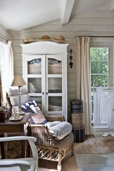 summer cottage decor - so very pretty!  If you are supposed to relax at the lakehouse, this decor would put you in the mood to sit and read!